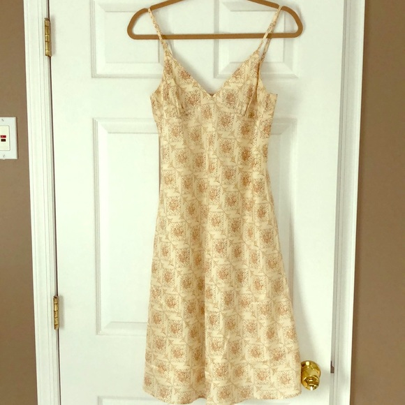 Theory Dresses & Skirts - 100% silk Theory Dress Size 8 Buttons in back